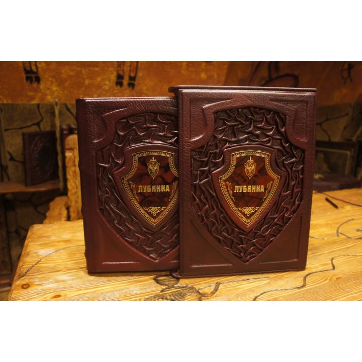 Редкий экземпляр книги в изысканном  футляре, для тонких  ценителей прекрасного..