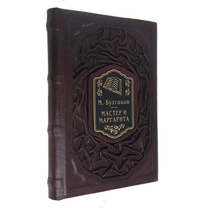 """Подарочная книга """"М. Булгаков Мастер и Маргарита"""" ручной работы в кожаном переплёте"""